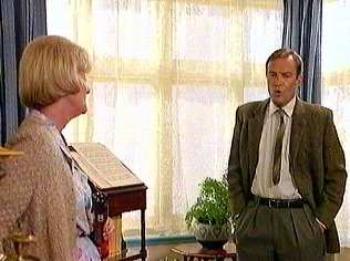 The Keeping Up Appearances Gallery on YCDTOTV.de   Path: www.YCDTOTV.de/kua_img/k27_105.jpg
