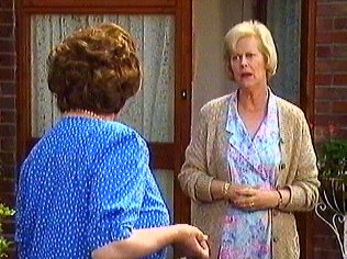 The Keeping Up Appearances Gallery on YCDTOTV.de   Path: www.YCDTOTV.de/kua_img/k27_118.jpg