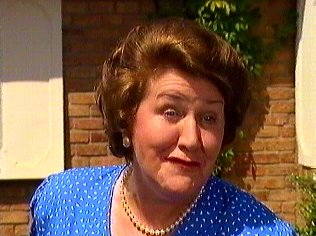 The Keeping Up Appearances Gallery on YCDTOTV.de   Path: www.YCDTOTV.de/kua_img/k27_123.jpg